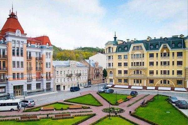 улица Воздвиженская на Подоле - отличное место для свадебной прогулки в Киеве