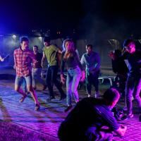 съёмка танцующей массовки в клипе