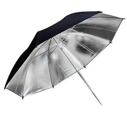 серебристый зонт на отражение